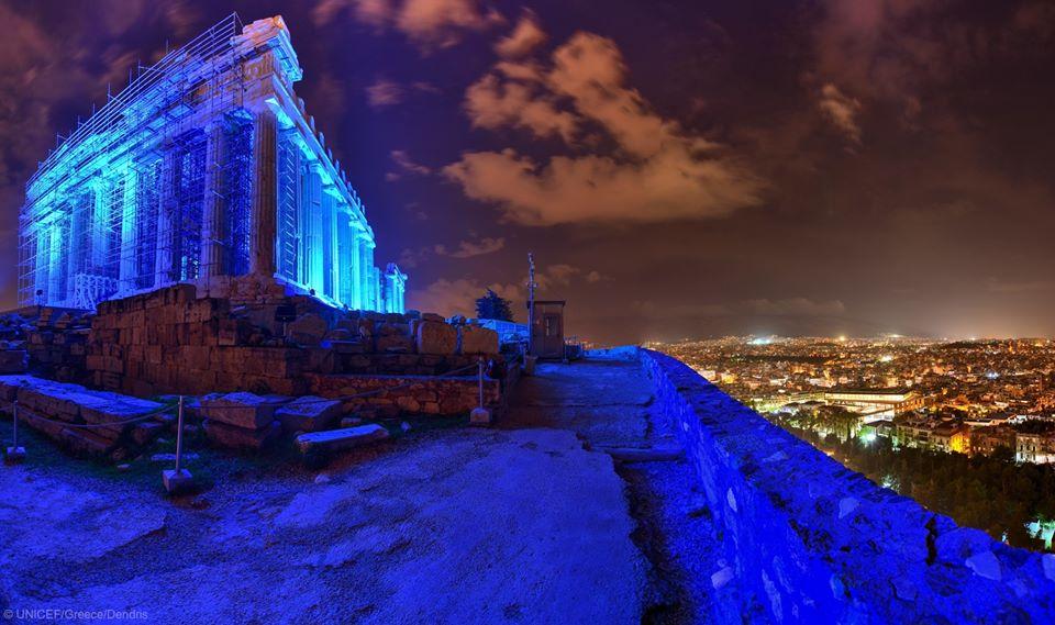 H Ακρόπολη στα μπλε για τα δικαιώματα των παιδιών
