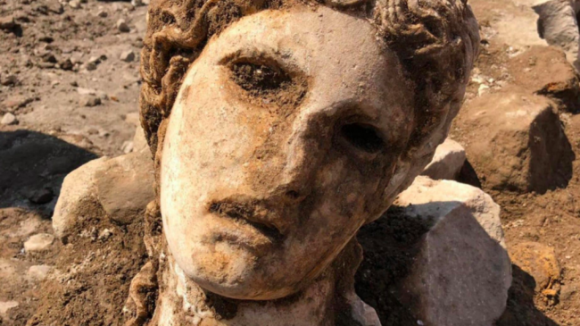 In the heart of Rome found a 2000-Year-old head of the ancient Greek God Dionysius